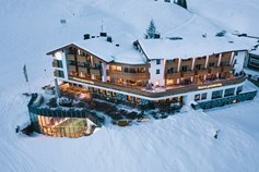 Hotels an der Piste - Pools: Innenpool - Vorarlberg - Hotel Goldener Berg