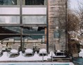 Skihotel: Pool im Winter - Das Naturhotel Chesa Valisa